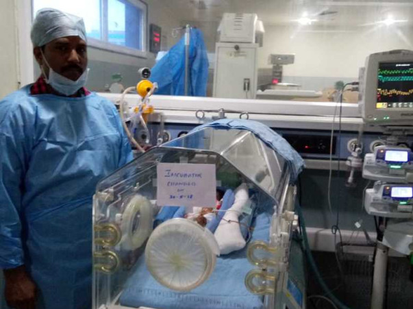 Professor Is Desperately Trying To Save Her 2-Month-Old Twin Girls