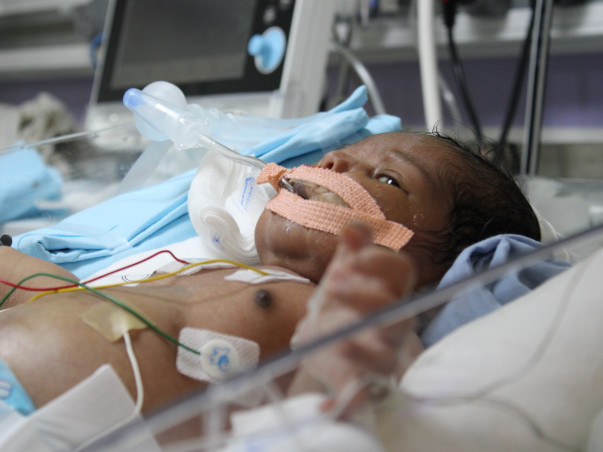 Help 10 Days Old Baby Boy Fight Refractory Hypoxemia, Hypertension