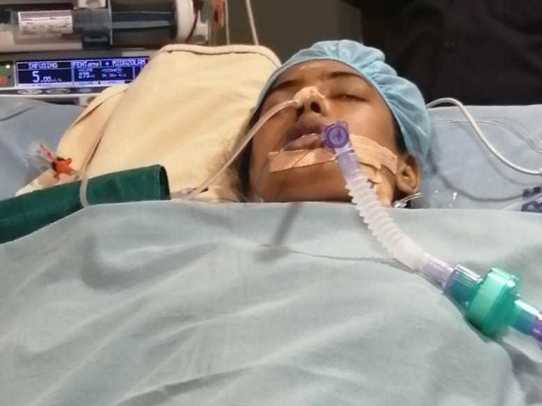 Old parents are struggling to save daughter's life and leg