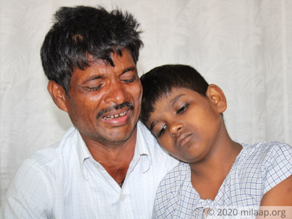 He Can't Even Afford To Buy Fruits, Let Alone His Son's Urgent Surgery