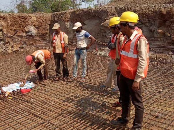 Help Raise Fund For Poor Labour Man : A Begining Labour Contractor