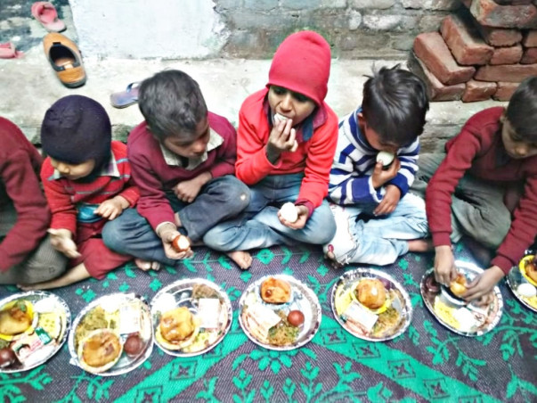 Donate Food and clothes To Needy Poor And Homeless peoples.