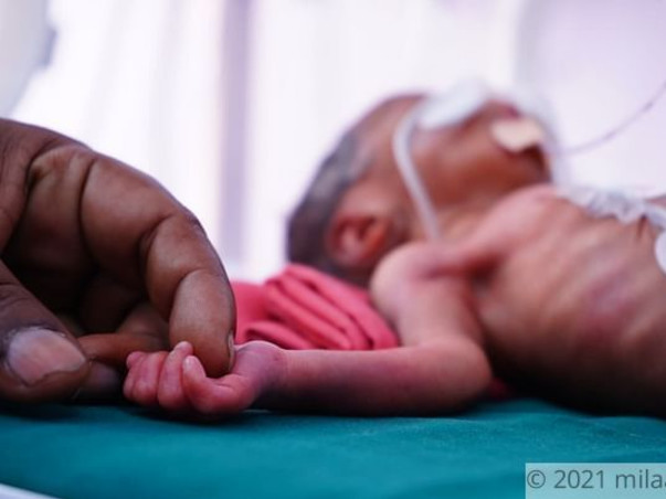 3-Day-Old Premature Triplets Cannot Breathe Without Support